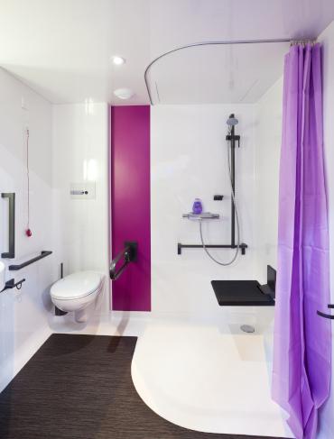 salle de bain médicalisée